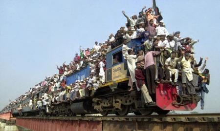 外国の満員電車もはんぱない!